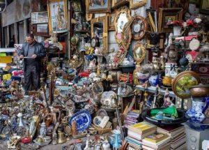Антикварные развалы на улицах столицы Греции